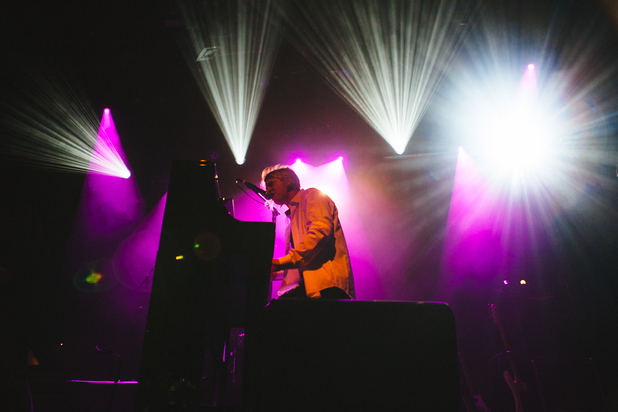 Tom Odell performs New York gig