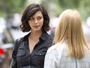 Morena Baccarin as Jessica Brody and Claire Danes as Carrie Mathison in Homeland Season 3 Episode 5: 'The Yoga Play'