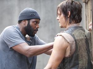 Tyreese (Chad Coleman) and Daryl Dixon (Norman Reedus) in The Walking Dead: 'Infected'