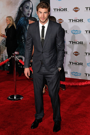 Liam Hemsworth Premiere of Marvel's 'Thor: The Dark World' at the El Capitan Theatre
