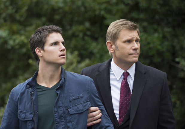 Robbie Amell as Stephen Jameson and Mark Pellegrino as Dr. Jedikiah Price in 'The Tomorrow People' S01E05: 'All Tomorrow's Parties'