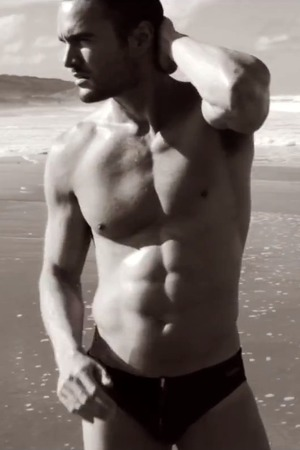 Thom Evans poses in the D.HEDRAL advert