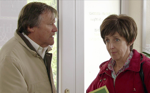 Hayley suggests she and Roy go out.