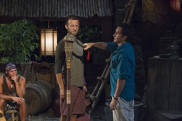 Jeff Probst extinguishes Vytas Baskauskas's torch in 'Survivor: Blood vs Water' - 'My Brother's Keeper'