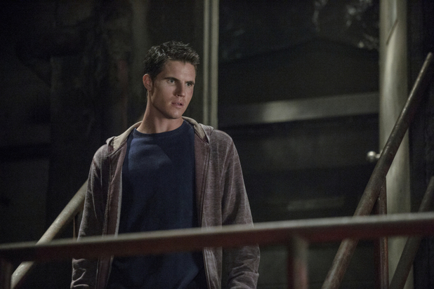 Robbie Amell as Stephen Jameson in 'The Tomorrow People' S01E07: 'Limbo'