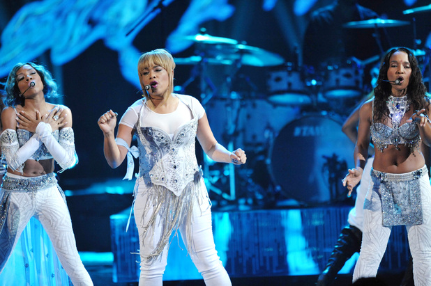 TLC perform with Lil Mama