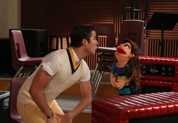 Glee S05E07 'Puppet Master'