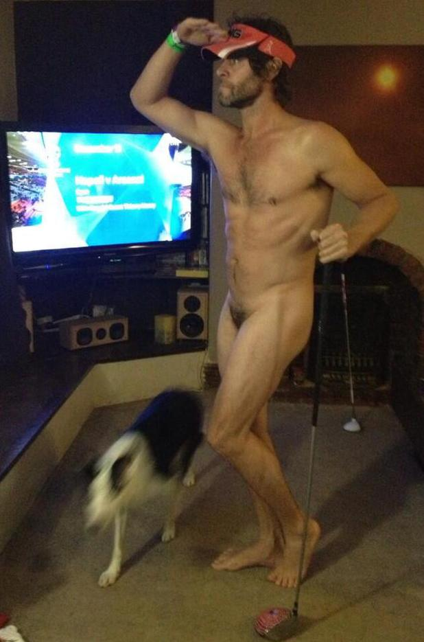 Take That's Howard tweets naked picture
