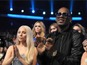 Lady Gaga, R Kelly duet at AMAs – video