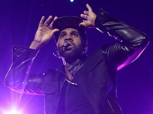 Jason Derulo performing on stage during the 2013 Capital FM Jingle Bell Ball
