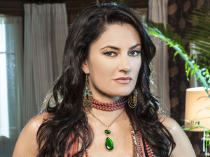 Mädchen Amick of 'Witches of East End'