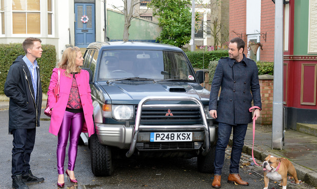 The Carters arrive in Walford.
