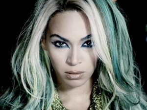 Beyoncé in 'Superpower' video