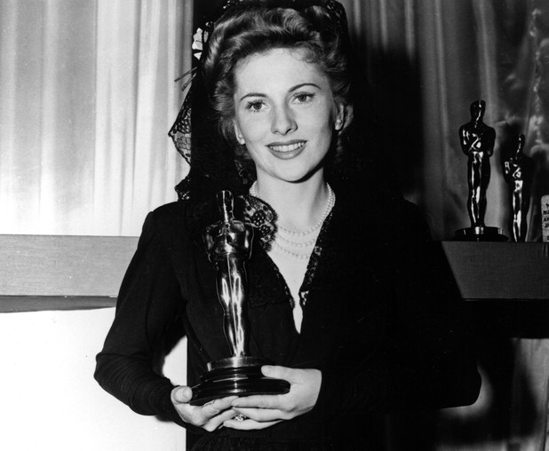 Joan Fontaine with her Oscar at the 1942 Academy Awards