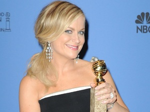 Amy Poehler poses with her Best Actress in a TV series award at the Golden Globes 2014