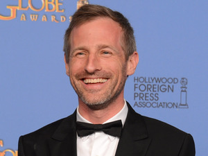 Spike Jonze with a Golden Globe award