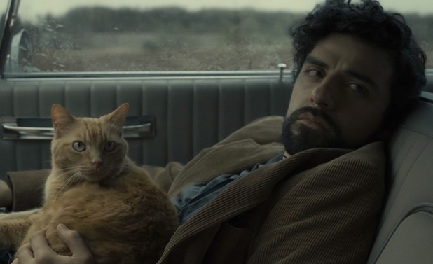 Oscar Isaac as Llewyn with the cat in Inside Llewyn Davis