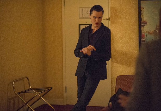 Sam Underwood as Luke in The Following - S02E01: Resurrection