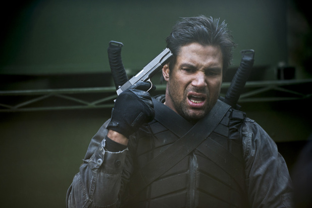 Manu Bennett as Slade Wilson in 'Arrow' S02E12: 'Tremors'