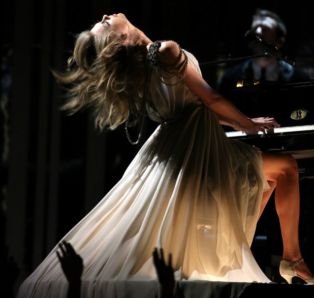 Taylor Swift performs 'All Too Well' at the Grammy Awards 2014