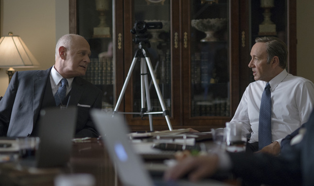 Gerald McRaney and Kevin Spacey in House of Cards season 2