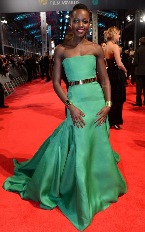 Lupita Nyong'o en une robe de soirée verte longue Dior