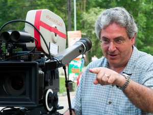 Harold Ramis on the set of 'The Ice Harvest'