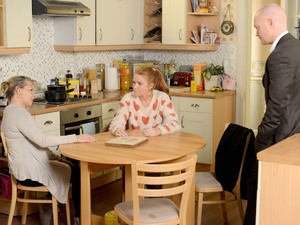 Bianca and Max try to convince Carol that Kat may be telling the truth.