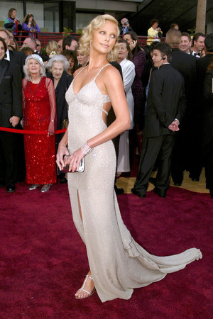 2004 OSCARS / ACADEMY AWARDS, LOS ANGELES, AMERICA - 29 FEB 2004 Charlize Theron