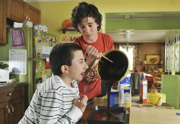 Charlie McDermott and Atticus Shaffer in The Middle