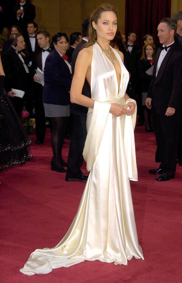 2004 OSCARS / ACADEMY AWARDS, LOS ANGELES, AMERICA - 29 FEB 2004 Angelina Jolie
