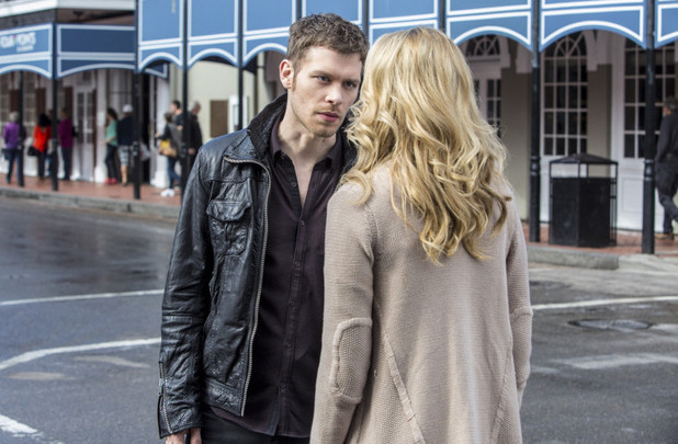 Joseph Morgan as Klaus and Leah Pipes as Cami in The Originals S01E15: 'Le Grand Guignol'