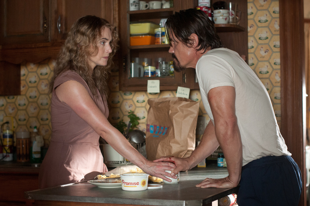 Kate Winslet, Josh Brolin in Labor Day
