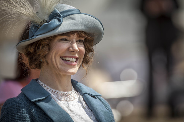 Frances O'Connor in Mr Selfridge.