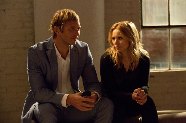 Ryan Hansen as Dick and Kristen Bell as Veronica in Veronica Mars