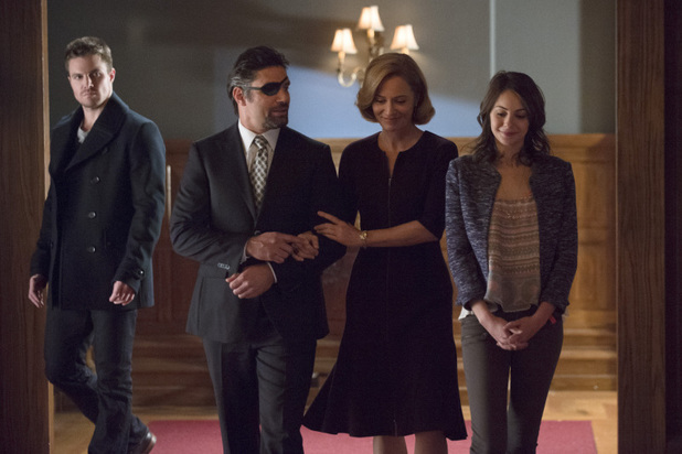 Stephen Amell as Oliver Queen, Manu Bennett as Slade Wilson, Susanna Thompson as Moira Queen and Willa Holland as Thea Queen in 'Arrow' S02E15: 'The Promise'