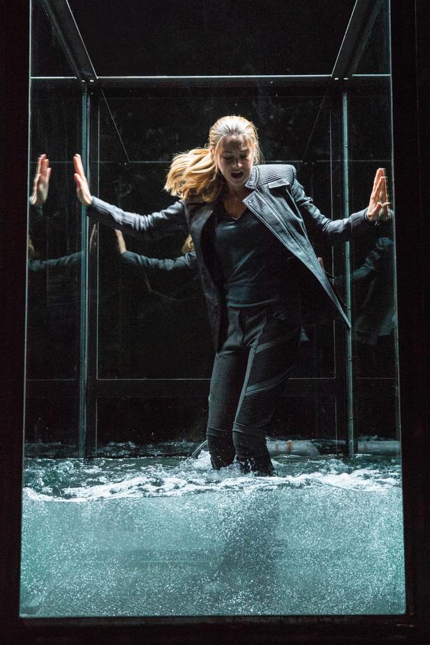 Shailene Woodley Divergent water tank Tris