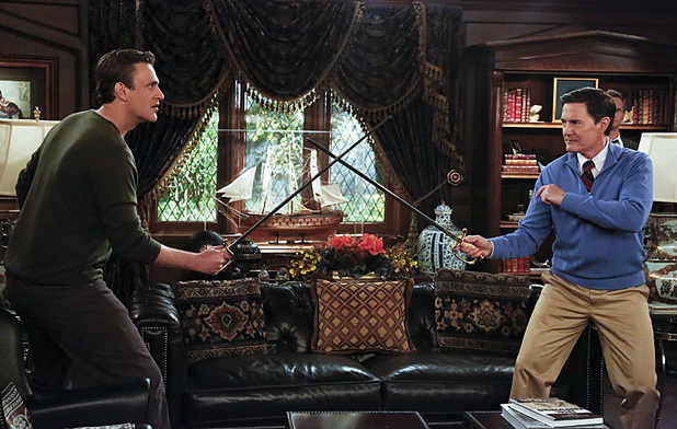 Jason Segel as Marshall & Kyle MacLachlan as The Captain in How I Met Your Mother: 'Daisy'