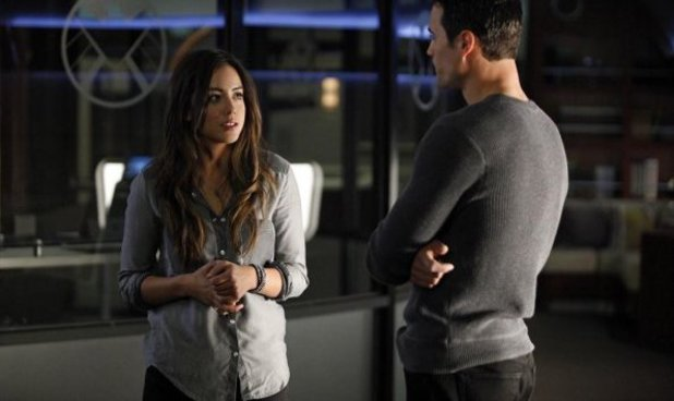 Chloe Bennet & Brett Dalton in Marvel's Agents of S.H.I.E.L.D S01E16: 'End Of The Beginning'
