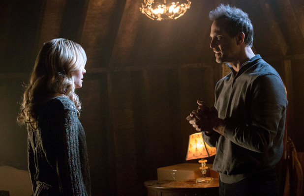 Leah Pipes as Cami and Todd Stashwick as Kieran in The Originals S01E17: 'Moon Over Bourbon Street'