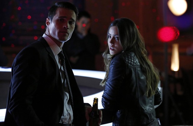 Brett Dalton & Chloe Bennet in Agents of S.H.I.E.L.D: 'Seeds'