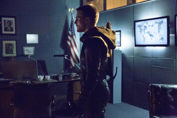 Stephen Amell as Oliver Queen in 'Arrow' S02E16: 'Suicide Squad'