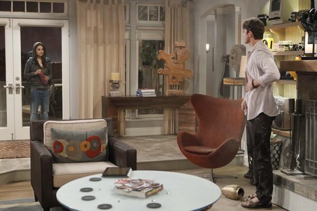 Two and A Half Men, Mila Kunis, Ashton Kutcher