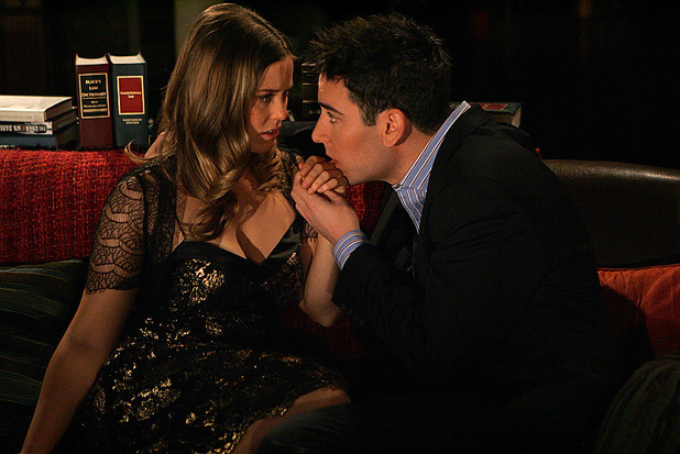Ashley Williams as Victoria and Josh Radnor as Ted in How I Met Your Mother