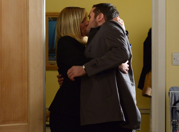 EastEnders: Ronnie To Sleep With Charlie Cotton