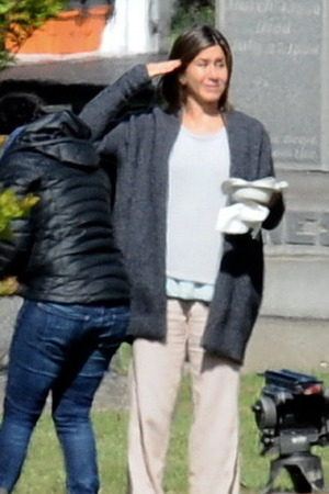 Actress Jennifer Aniston spotted on the set for the first day of shooting ... Sam Worthington, film Cake Sam Worthington