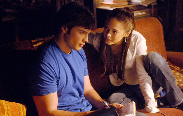 Tom Welling as Clark & Kristin Kreuk as Lana in Smallville