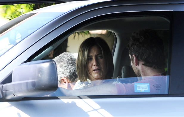 Actress Jennifer Aniston spotted on the set for the first day of shooting ... Sam Worthington, film Cake People: Jennifer Aniston