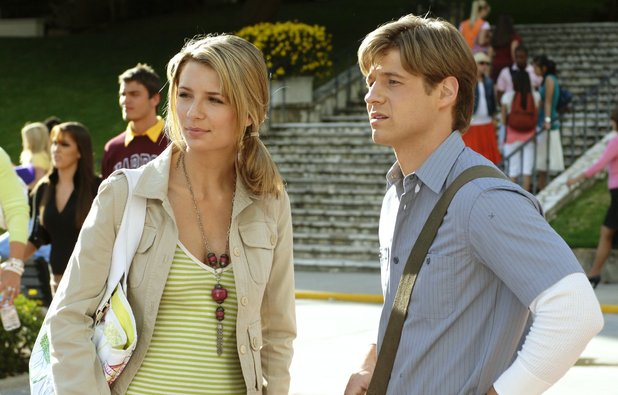 Mischa Barton as Marissa & Benjamin McKenzie as Ryan in The OC