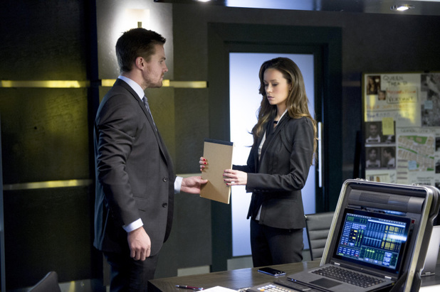Stephen Amell as Oliver Queen and Summer Glau as Isabel Rochev in 'Arrow' S02E18: 'Deathstroke'